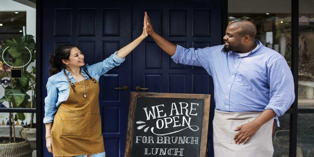 Restaurant-workers-high-fiving