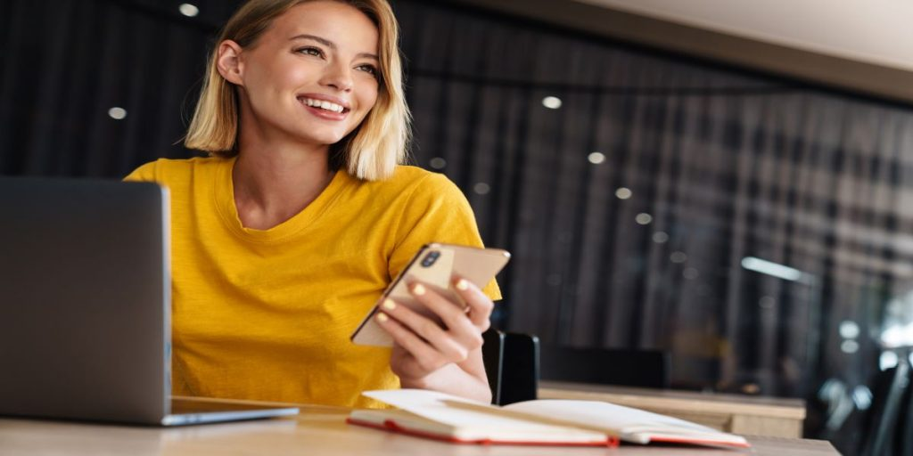 business-woman-at-desk-with-laptop-and-cellphone