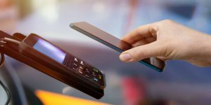 customer-paying-mobile-payment